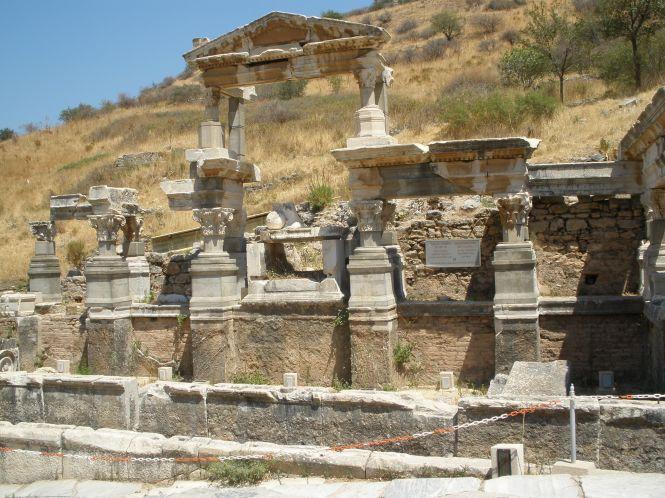 Fuente de Trajano y Arco del Triunfo