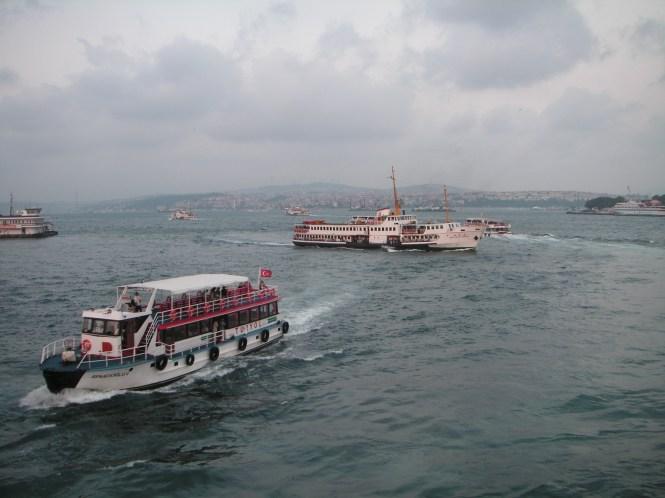 Cruce de Ferrys desde el puente Galata