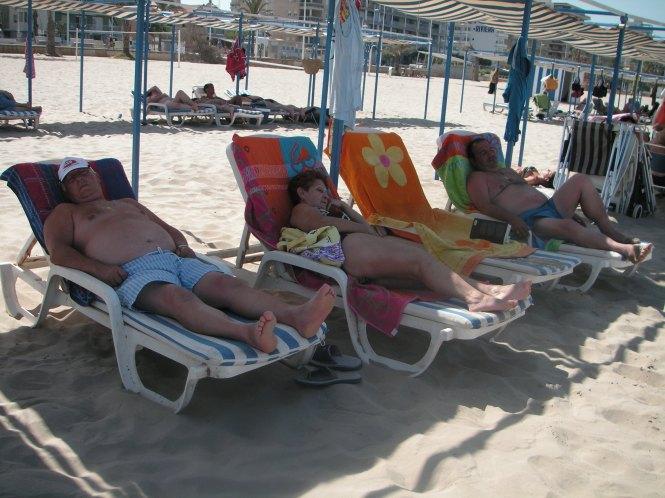 Los vigilantes de la Playa (Luis, mamá y Jose)